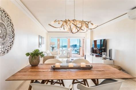 Top renovated penthouse in first sea line in exclusive