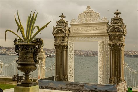 The Dolmabahce Palace in Istanbul, Turkey : Travel Centre Blog