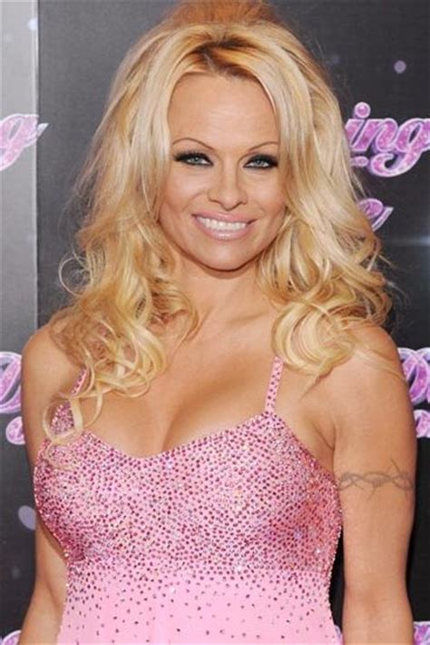 Pamela Anderson Bra Size, Age, Weight, Height