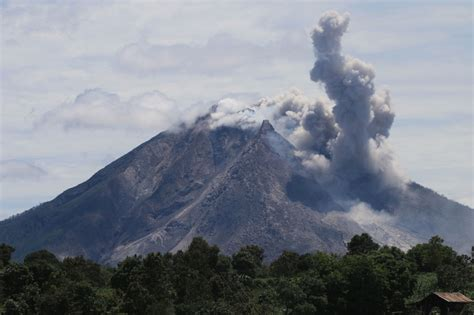 Volcano eruption in western Indonesia leaves 7 dead   The Star