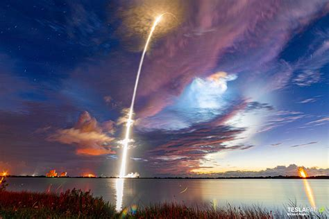 SpaceX Starlink launch puts on a spectacular light show on