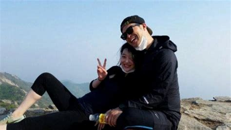 Sulli keeps posting pictures of her & Choiza despite the