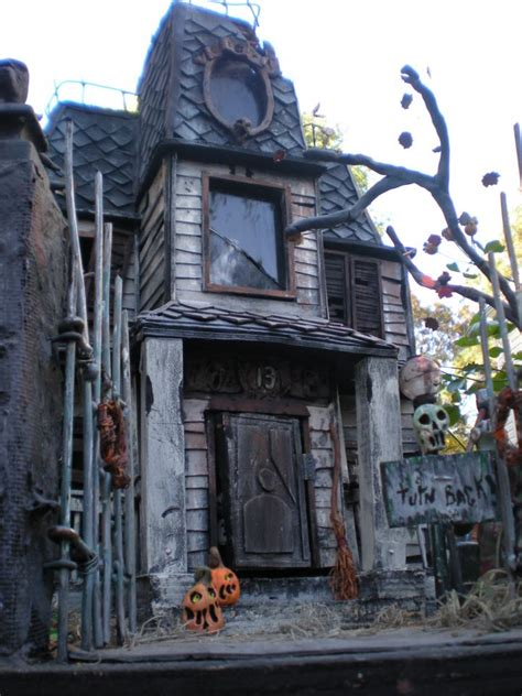 These Haunted House Models are Mindblowing - Popcorn Horror